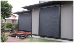 千葉県K様邸「スタンダードマドシャッター電動式」お届けしました。