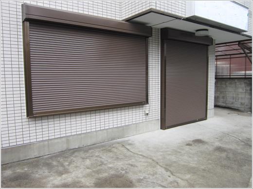 東京都足立区M様店舗「スタンダードマドシャッター手動式」お届けしました。