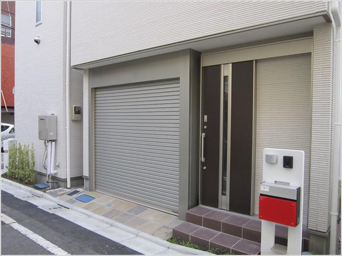 東京都北区R様ビルトインガレージシャッター「ビルトインパック」お届けしました。