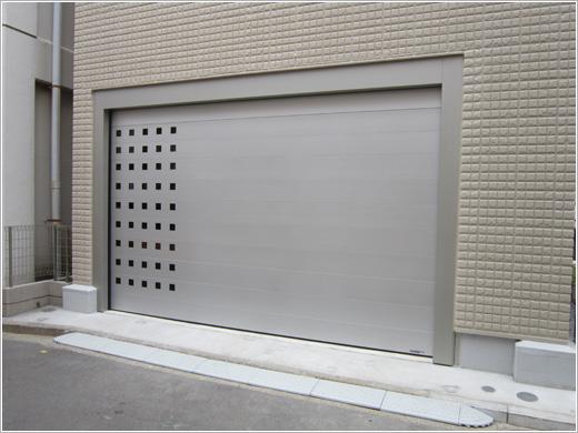 横浜市S様邸「フラットピット・シルバー」角窓仕様お届けしました。