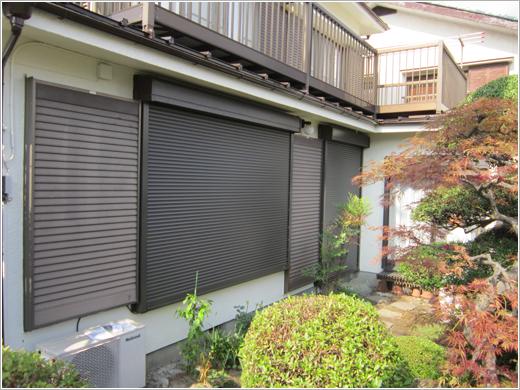 埼玉県U様邸「スタンダードマドシャッター電動式」お届けしました。